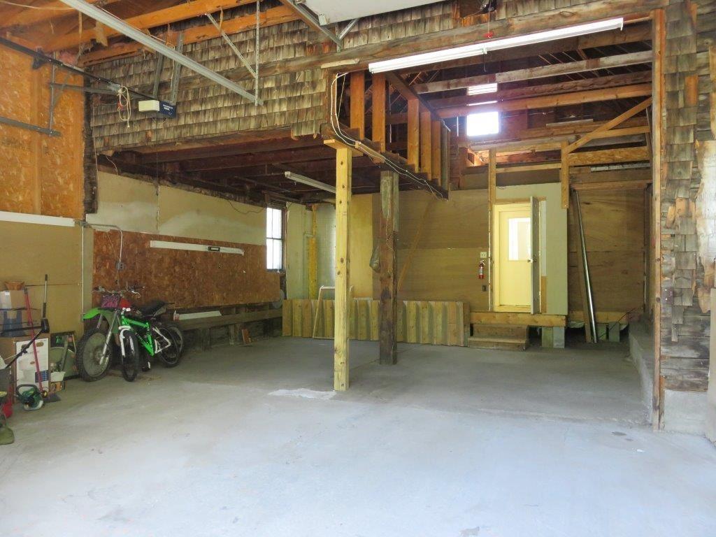 2 Car Garage 12181205
