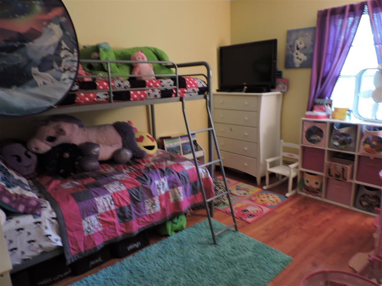 Bedroom 12183069