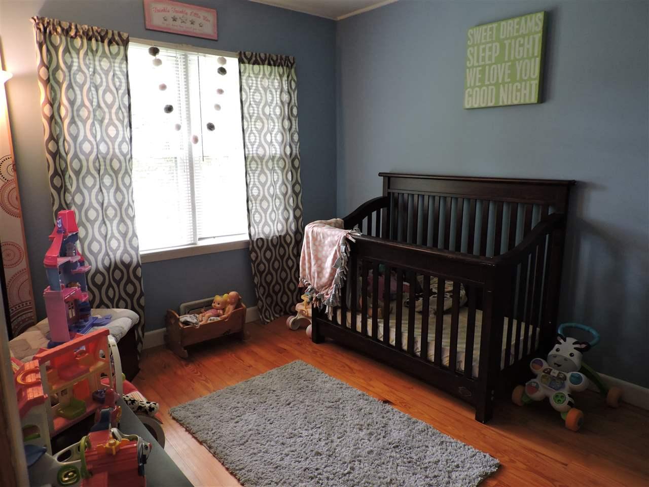 Bedroom 12183078
