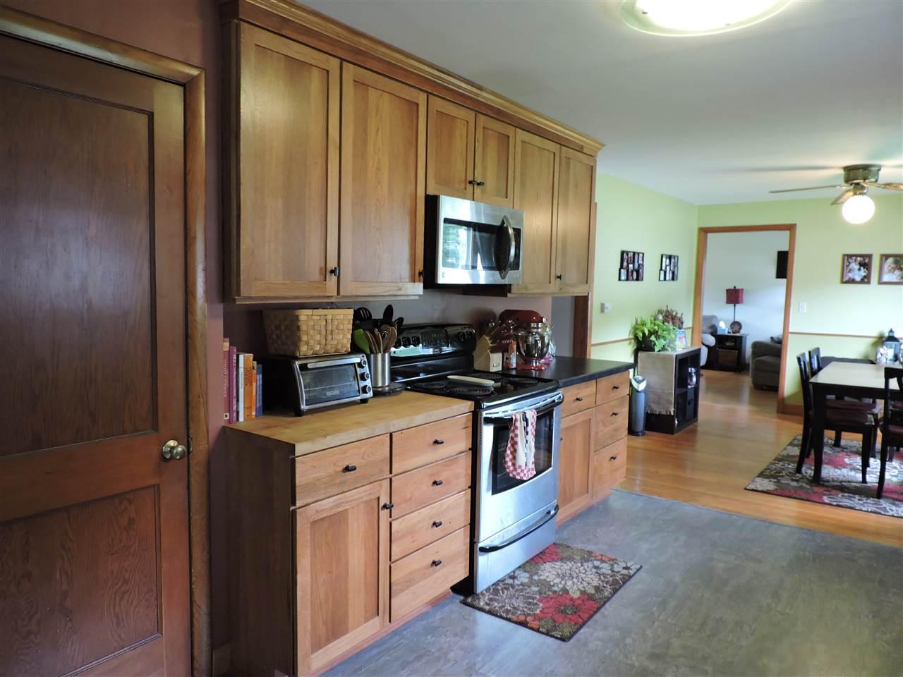 Plenty of cupboards 12183022