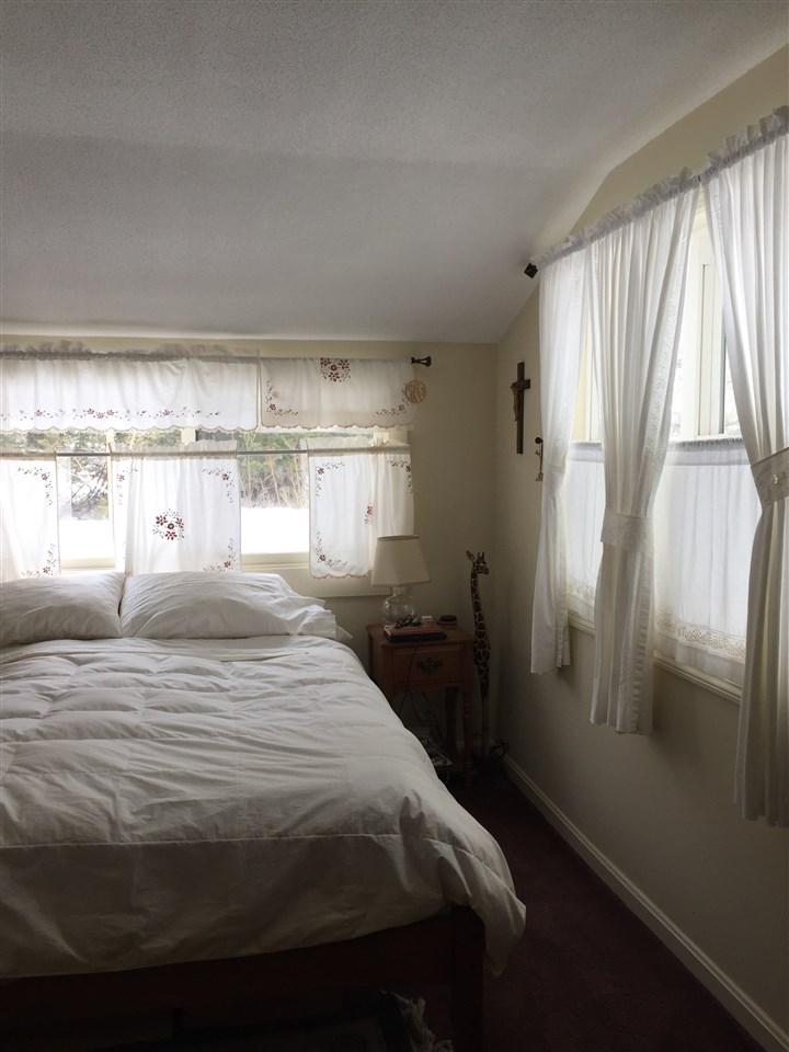 Apartment bedroom 12188296