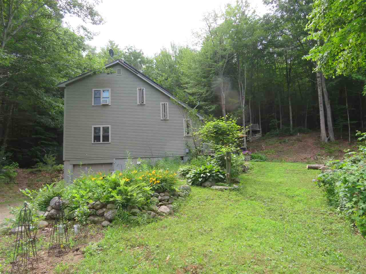SANDWICH NH Home for sale $299,000