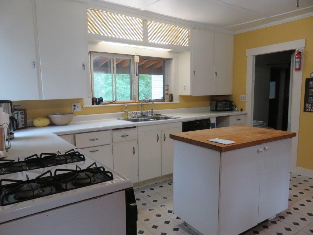 Large country style kitchen 12330899
