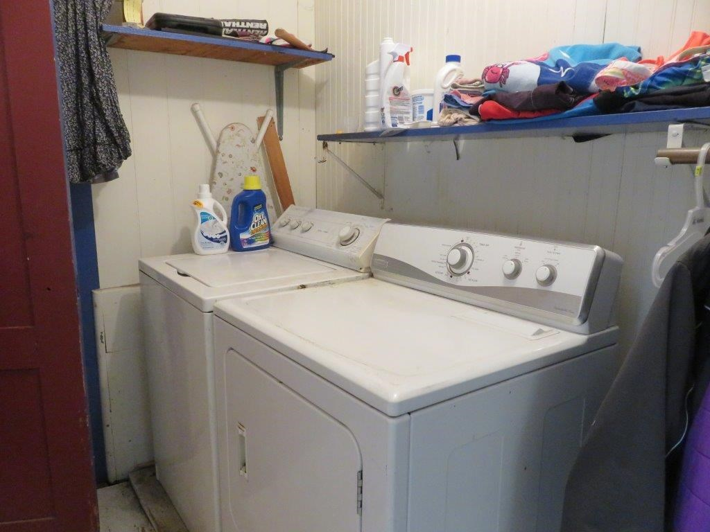 First floor laundry room 12330904