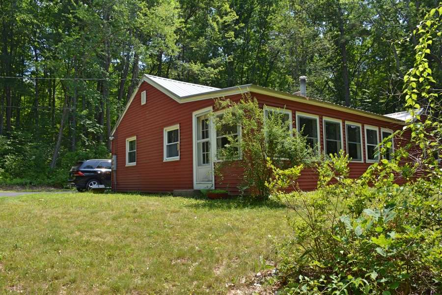 Hooksett NH Home for sale $List Price is $139,900