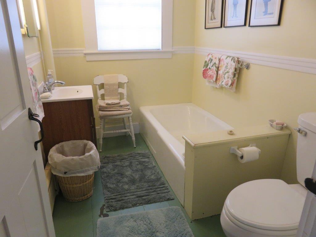 First Floor Bath 12376478