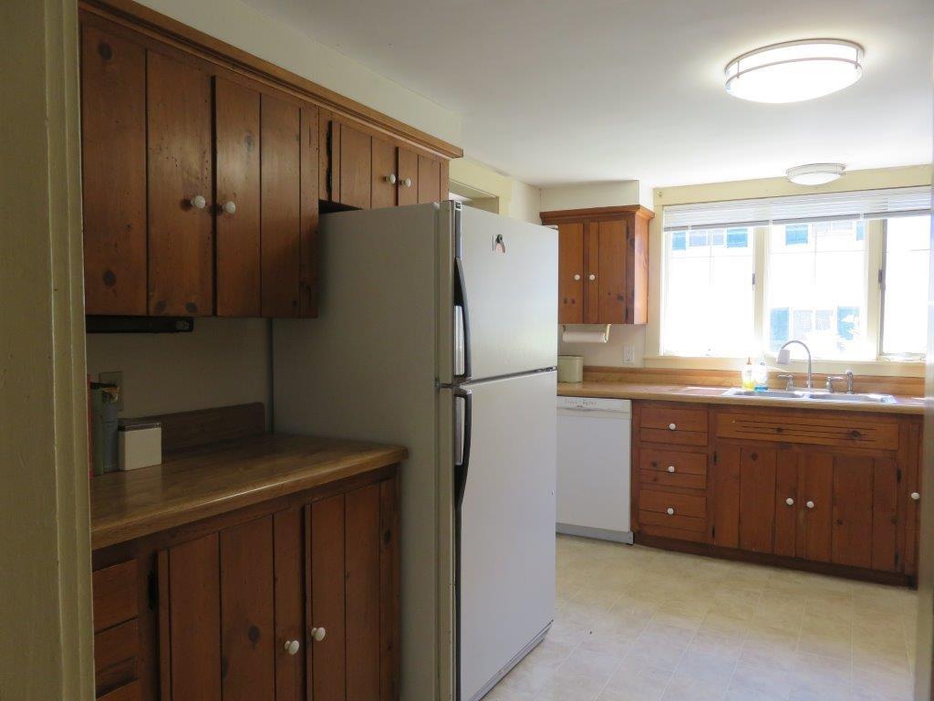 Applianced kitchen 12376464