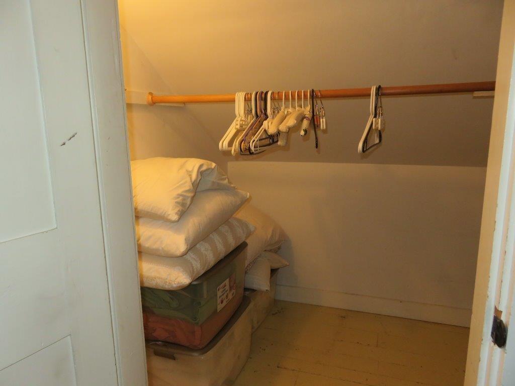 Walk In Closet 12376494