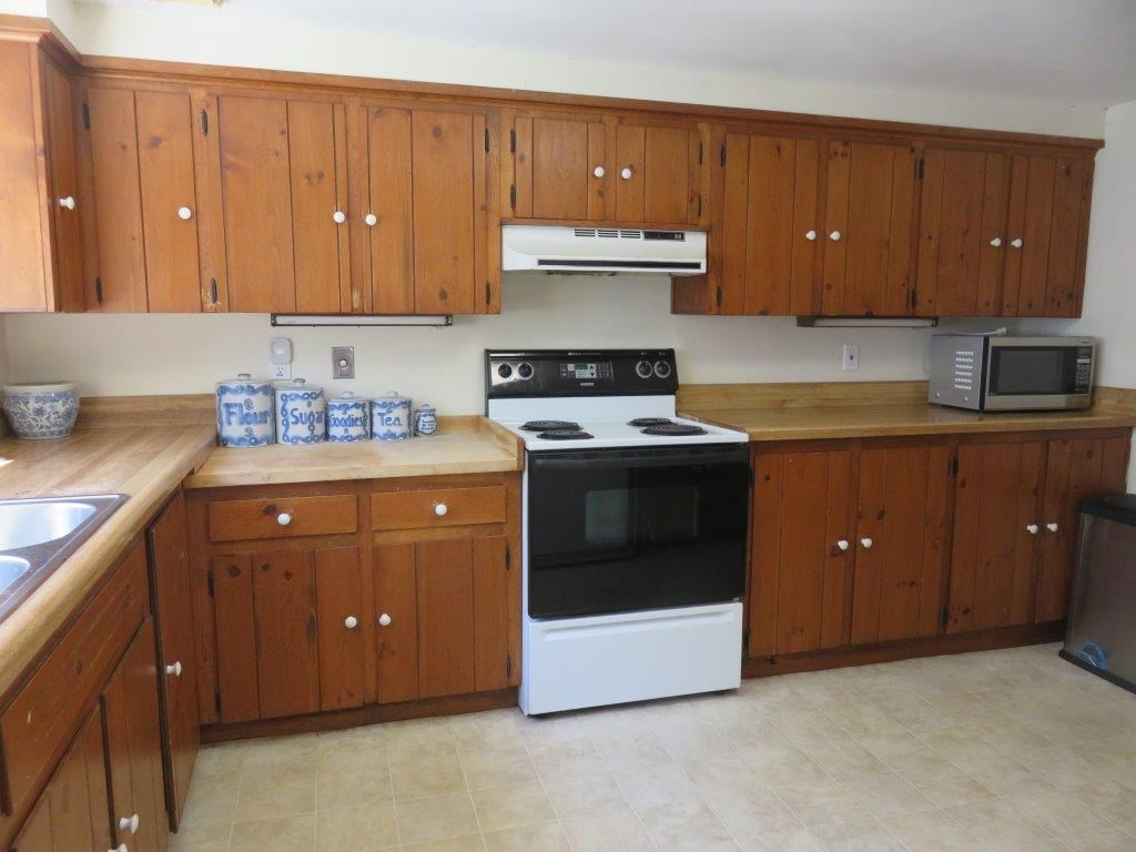 Good Cabinet Space 12376466