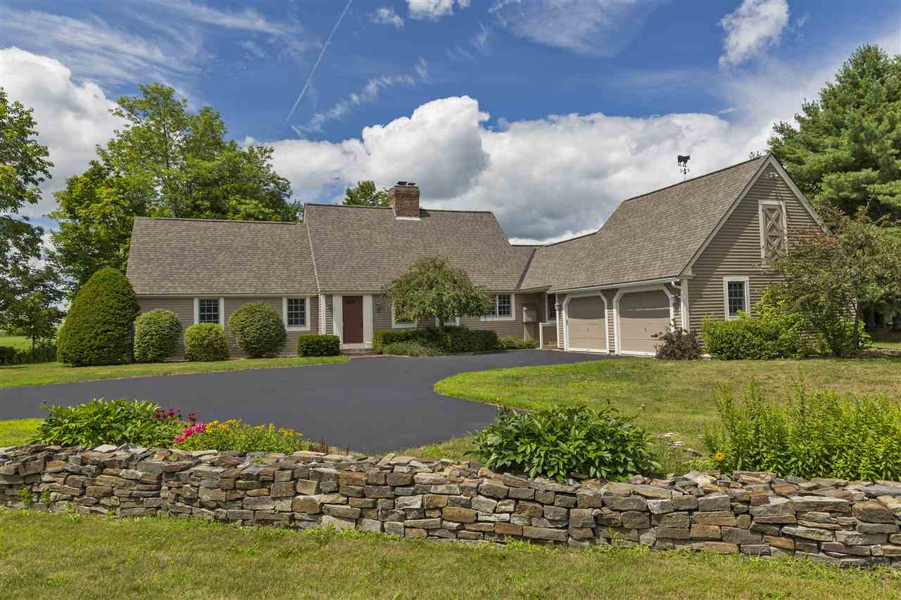 NEW LONDON NH Home for sale $$569,000 | $198 per sq.ft.