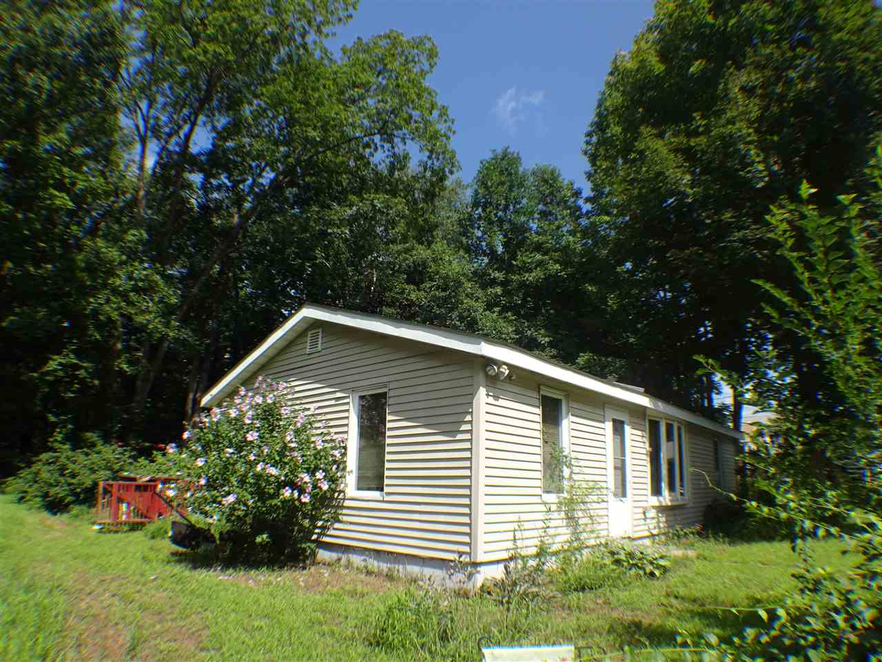 Sandown NH Home for sale $List Price is $194,900