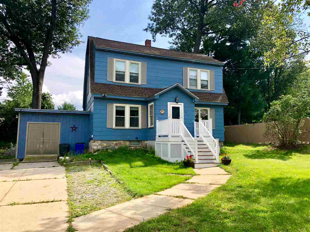 Goffstown NHHome for sale $List Price is $234,900