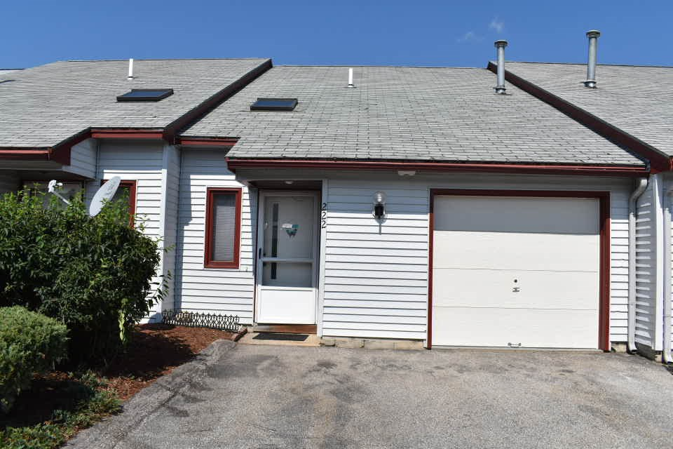 Nashua NH Condo for sale $List Price is $129,000