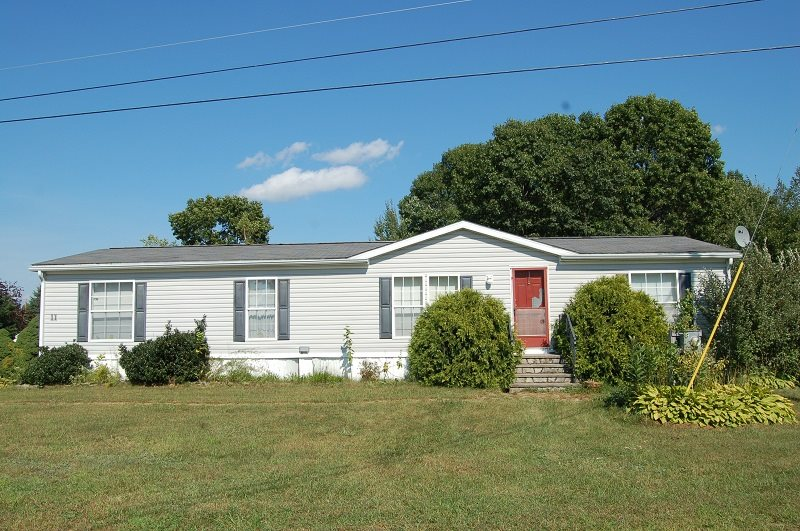 Raymond NH Mobile-Manufacured Home for sale $List Price is $114,000