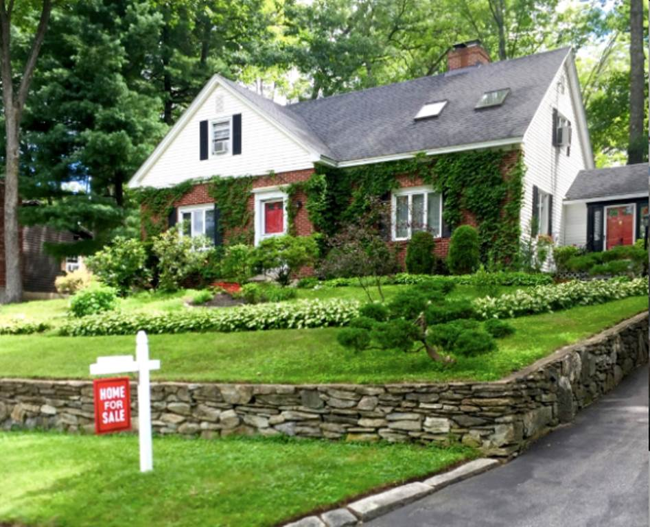 MANCHESTER NHHome for sale $$329,000 | $189 per sq.ft.