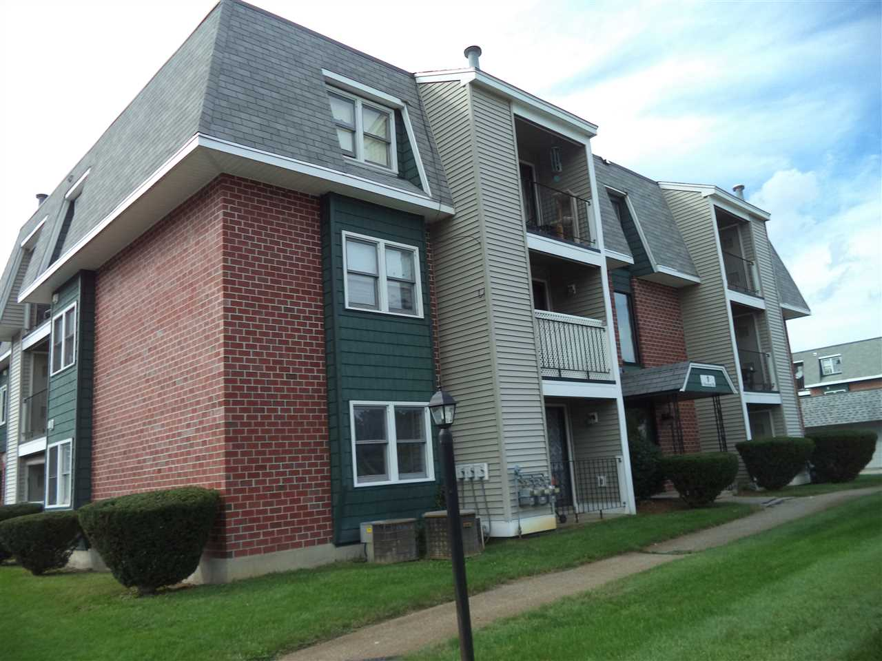 Nashua NH Condo for sale $List Price is $145,000
