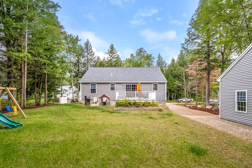 Photo of 27 Winchester Drive Barnstead NH 03225