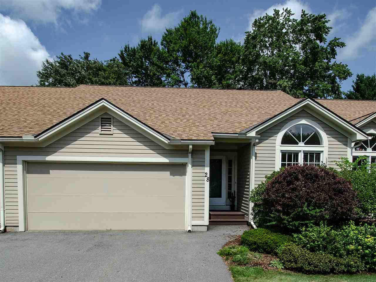 MLS 4720835: 28 Skyline Drive, Keene NH