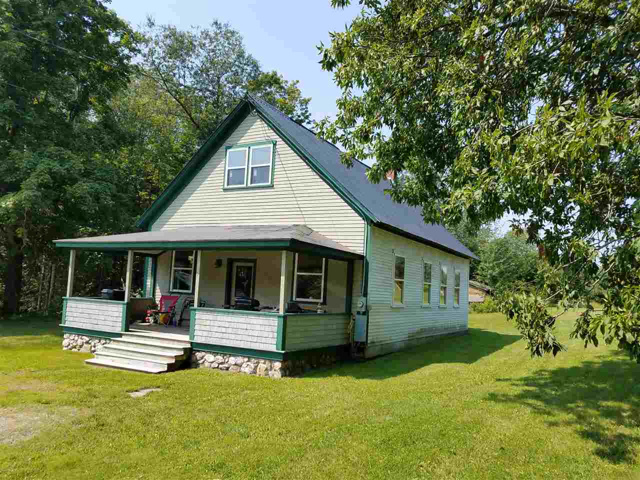 MLS 4721121: 5 Cemetary Road, Orford NH