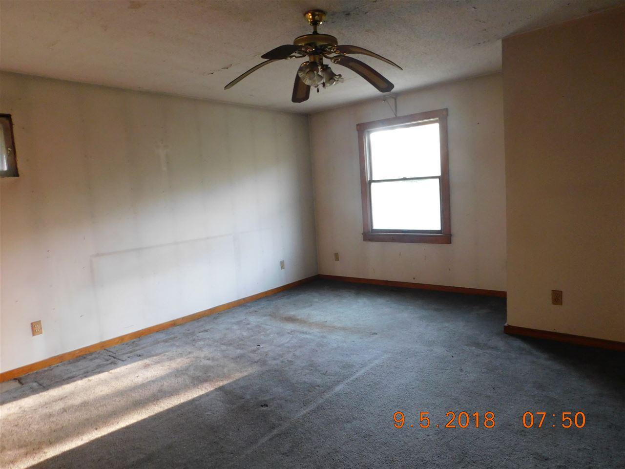 bedroom 12753463