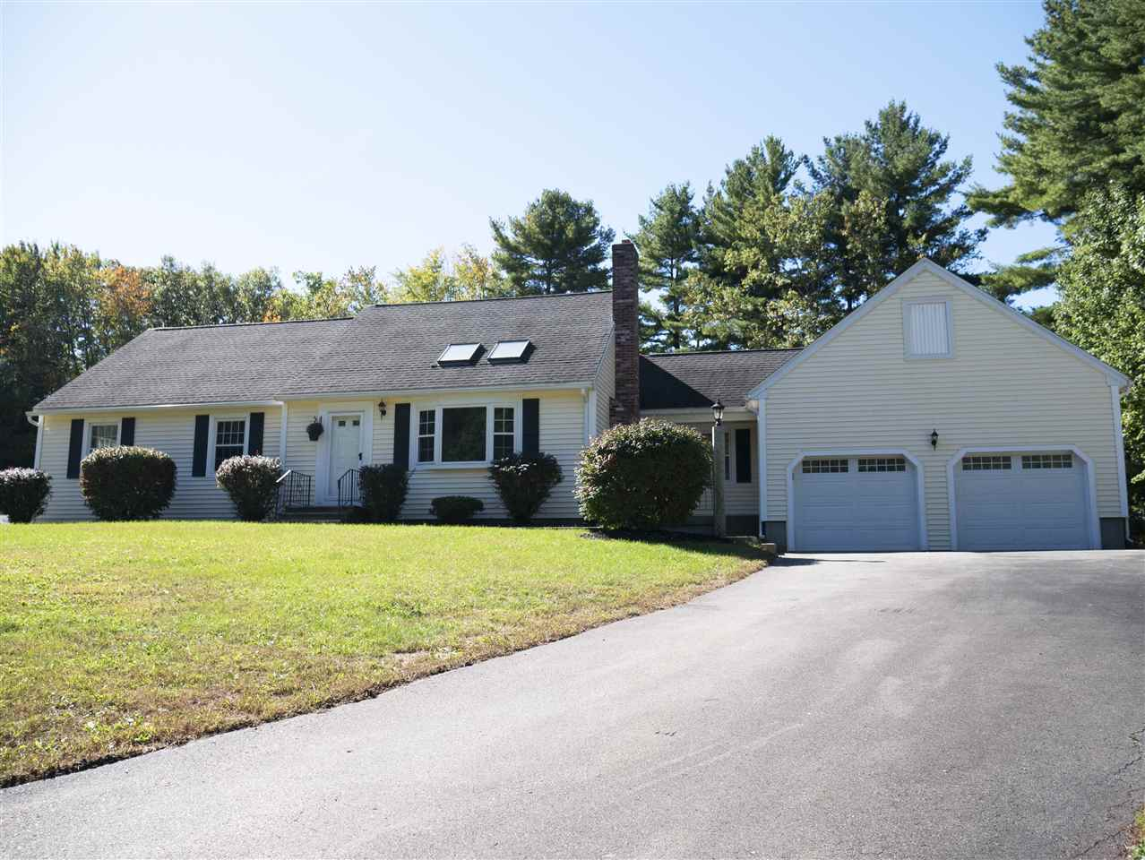 Litchfield NHHome for sale $List Price is $399,000