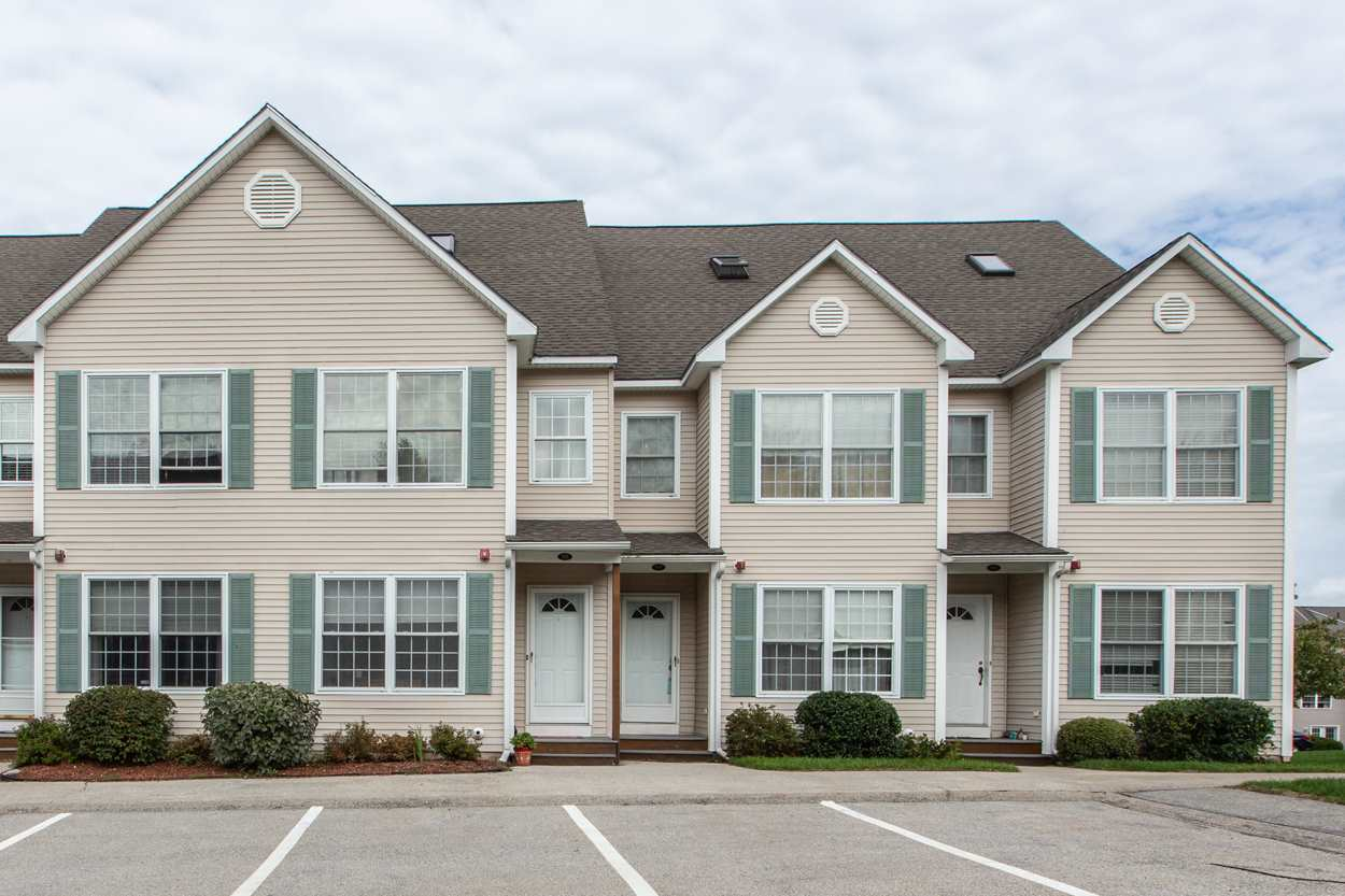 HUDSON NH Townhouse for rent $Townhouse For Lease: $1,900 with Lease Term