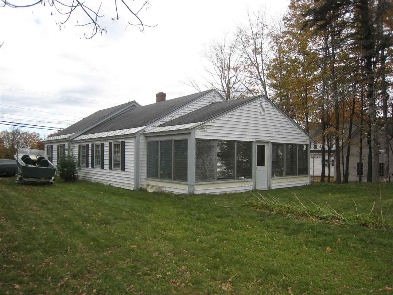MLS 4724908: 10 Main, New London NH