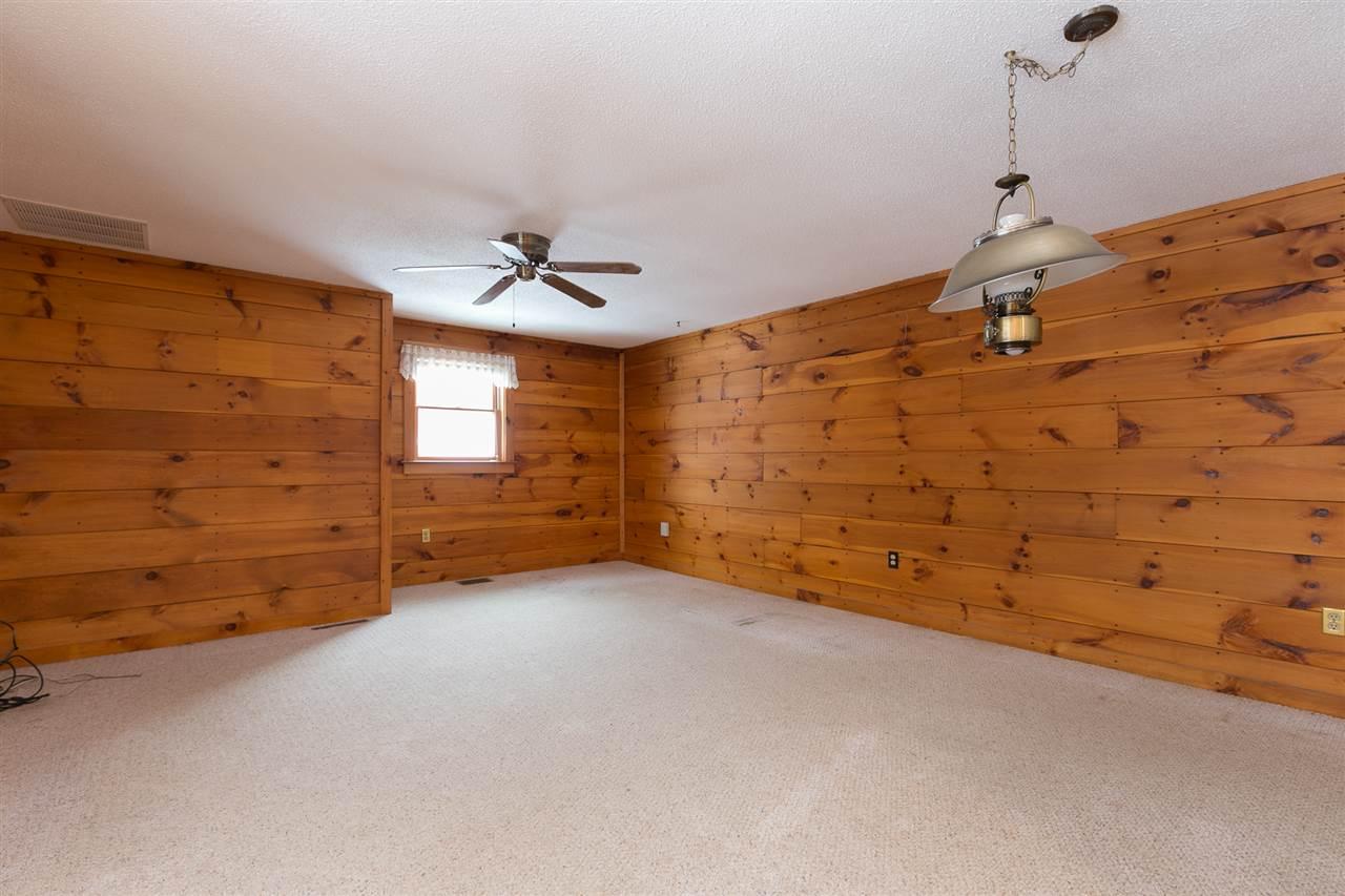 Bedroom 12980184