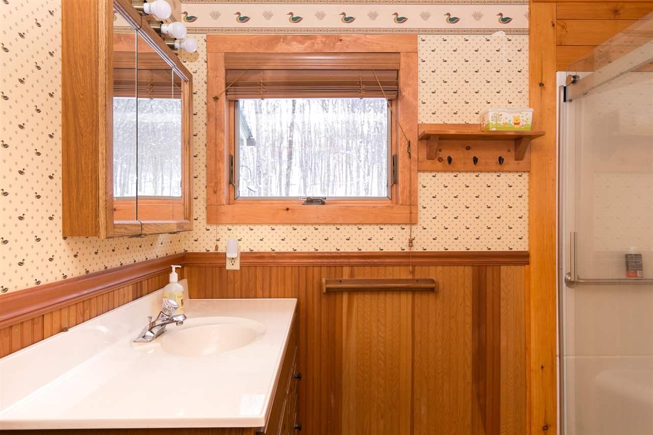Bathroom 12980200