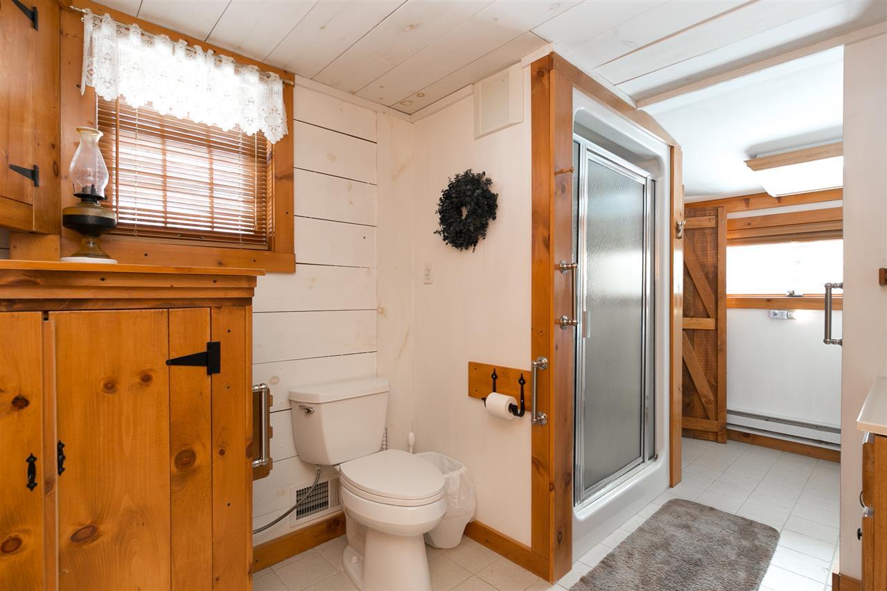 Bathroom 12980179