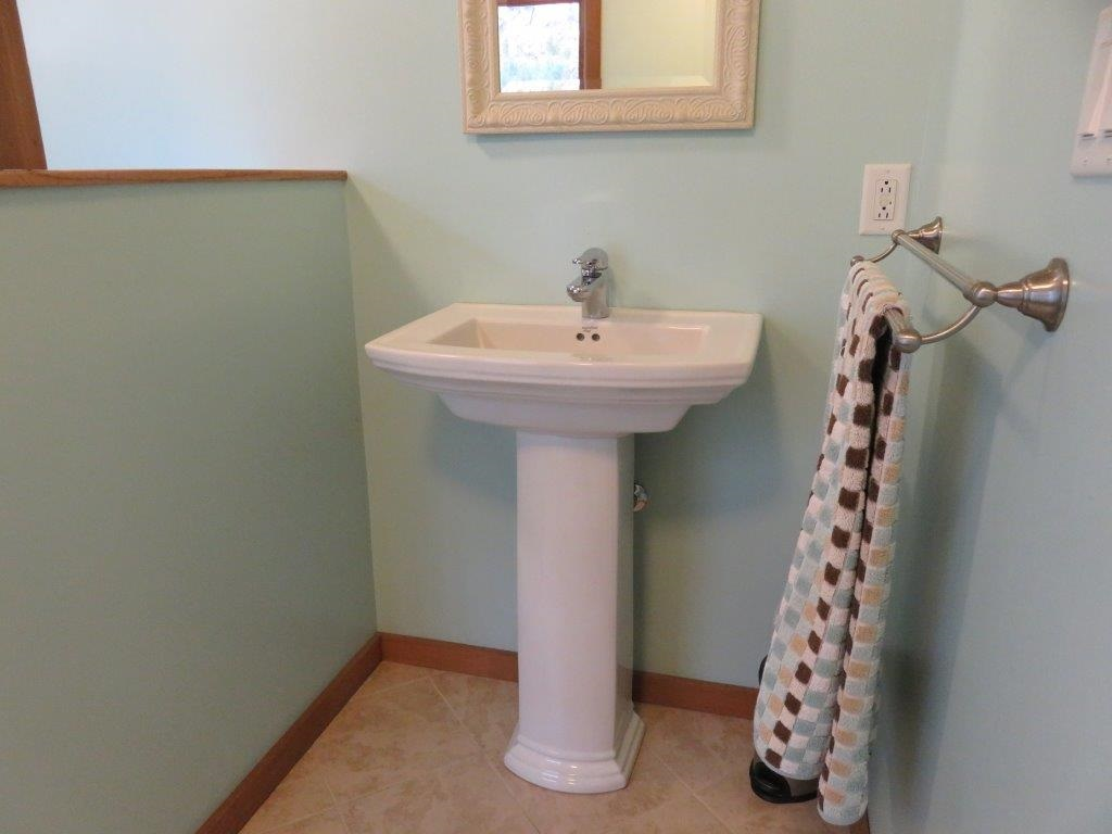 2nd Floor Bath 12868603