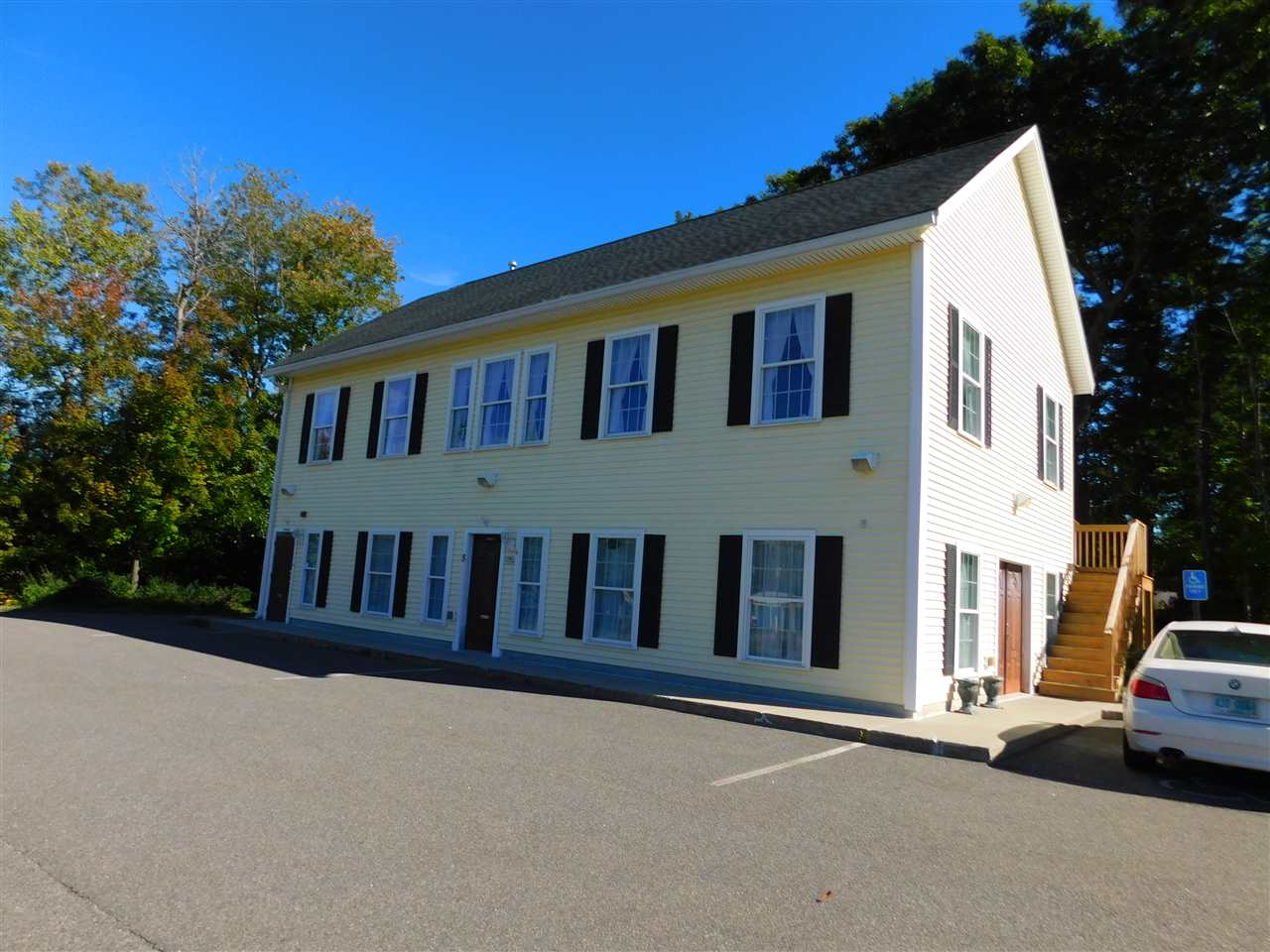 MLS 4725977: 8 Mohawk Drive-Unit 2nd floor, Londonderry NH