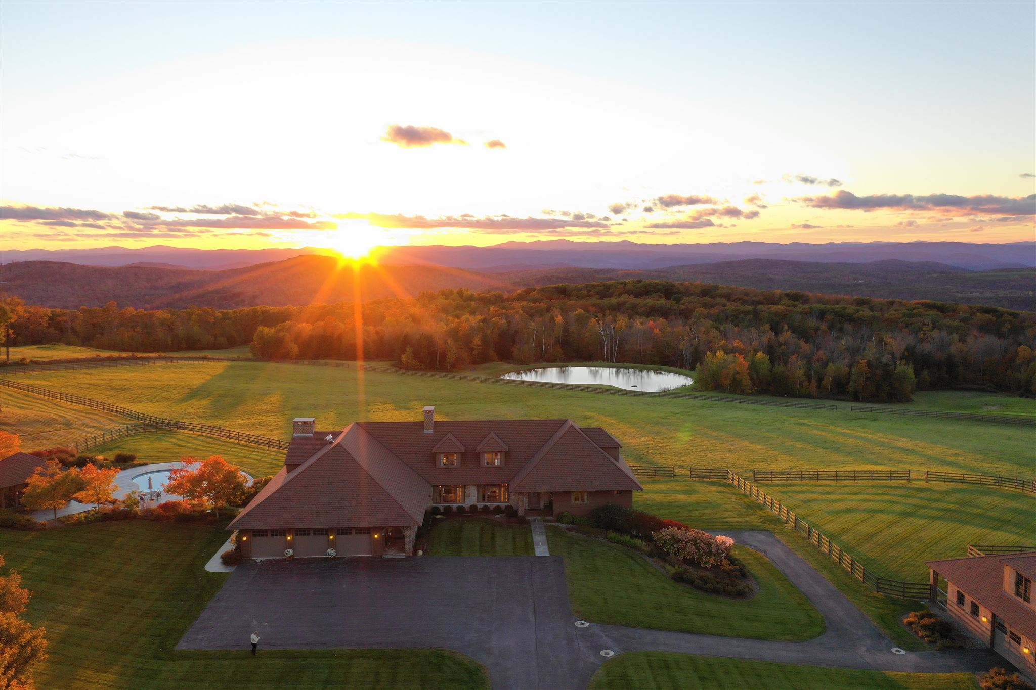 ENFIELD NH Lake House for sale $$3,488,000 | $470 per sq.ft.