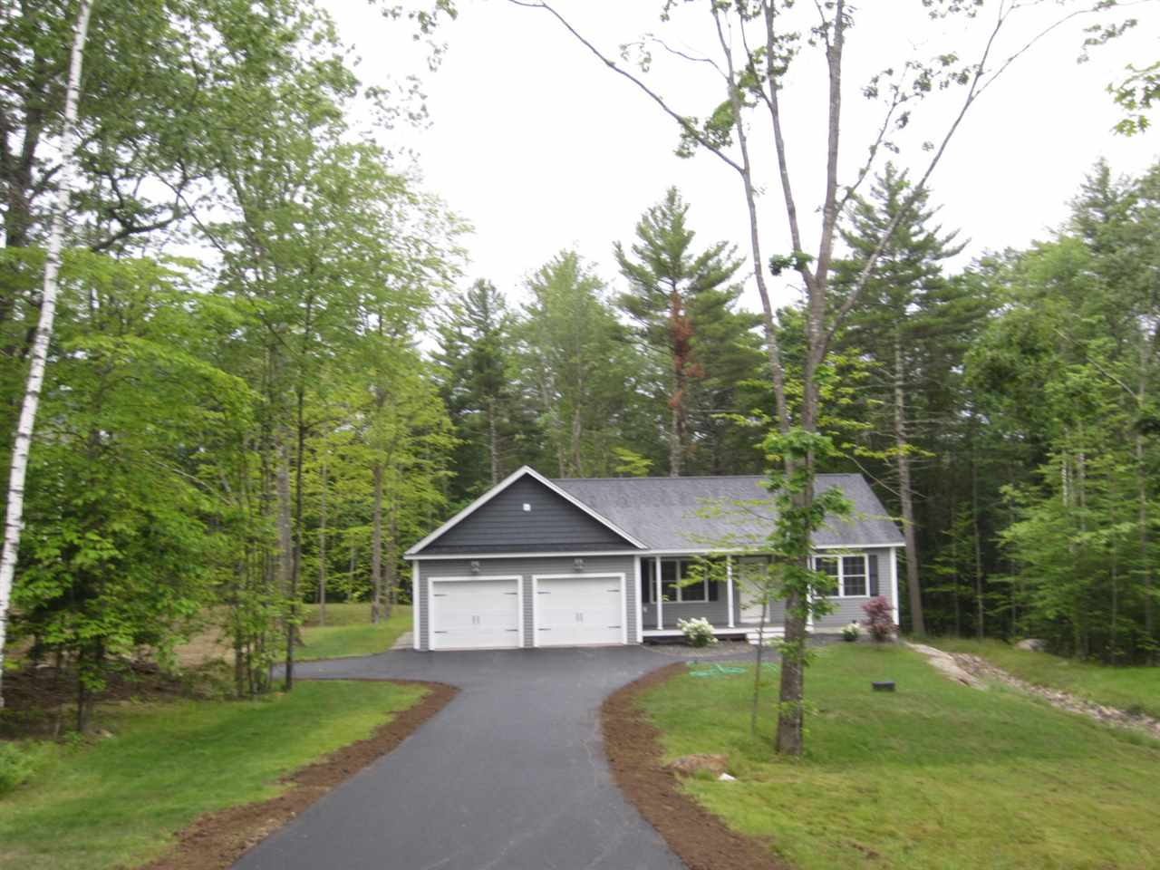 Photo of 11 Fieldstone Drive Deerfield NH 03037