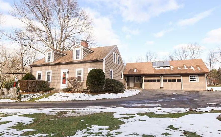 Bedford NHHome for sale $List Price is $375,000