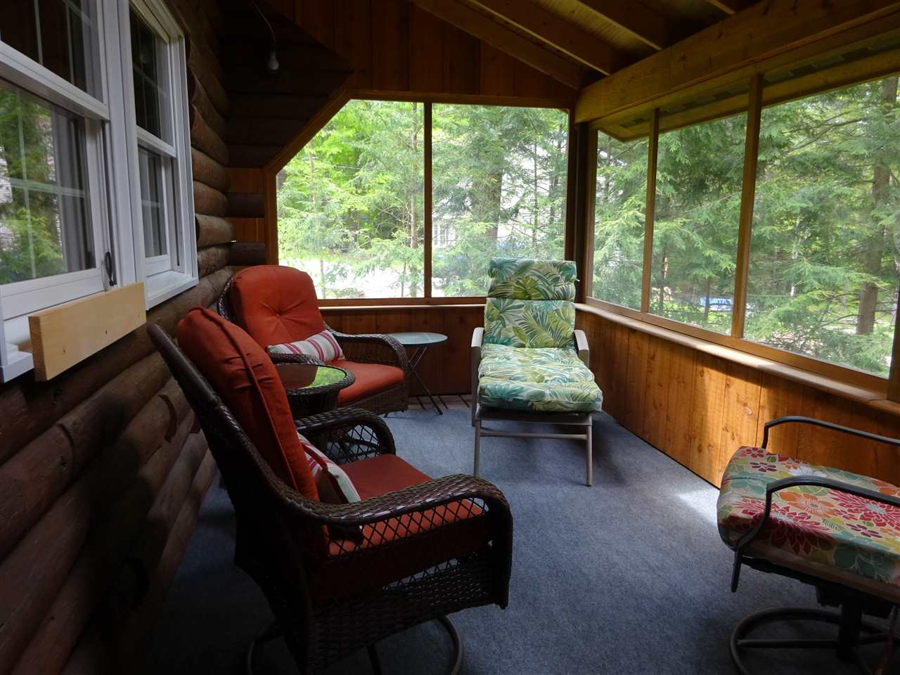 Screened porch 13035456
