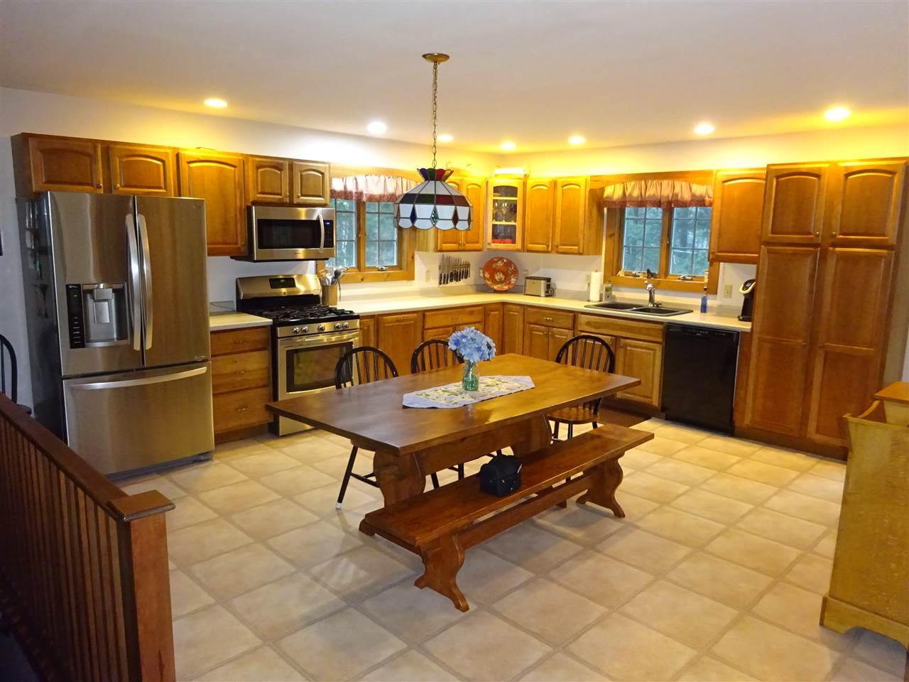 Newer kitchen 13035459