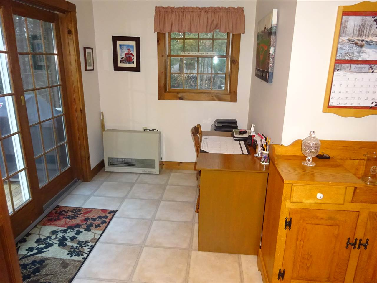 Office space off kitchen 13035465