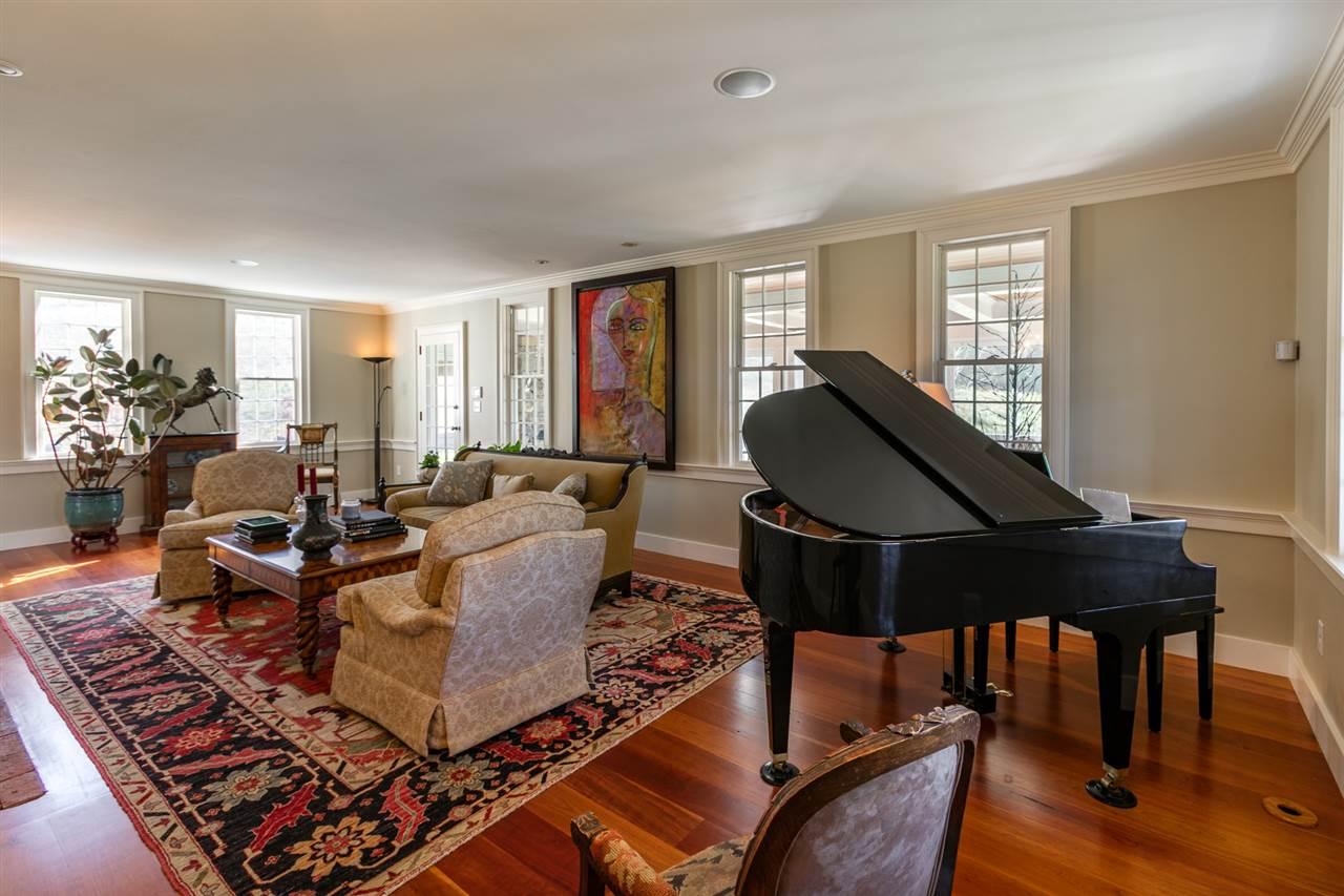 Formal living room 13037454