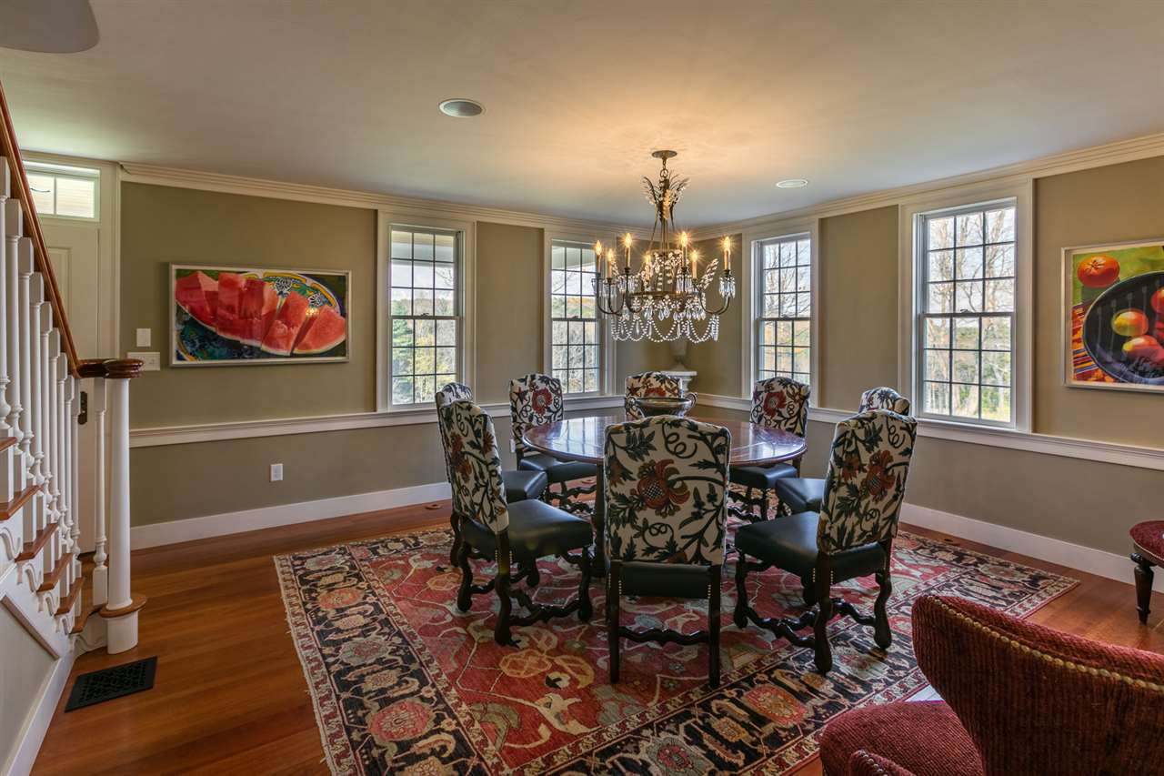 Pretty dining room 13037453