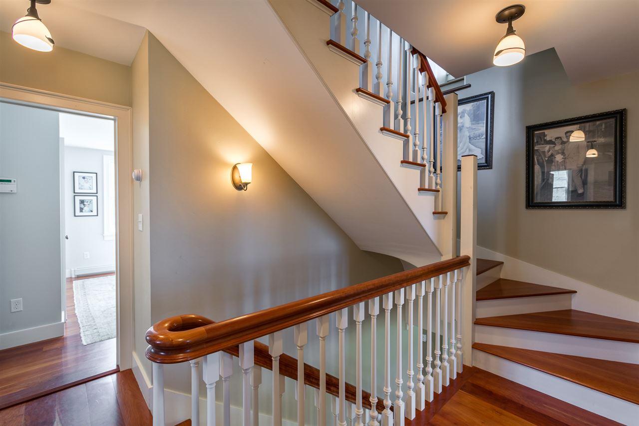 Gracious staircase 13037458