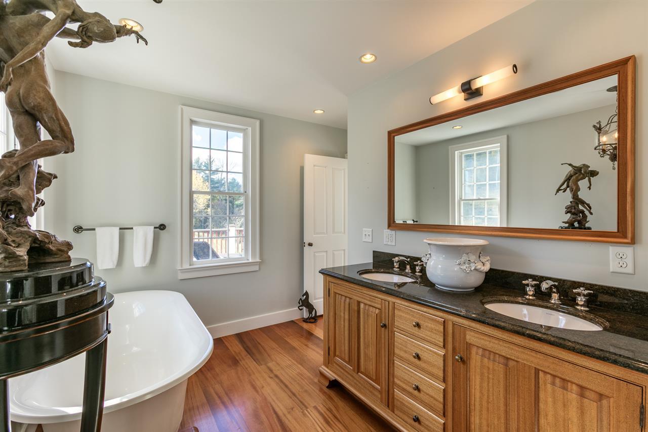 Master Bathroom 13037462
