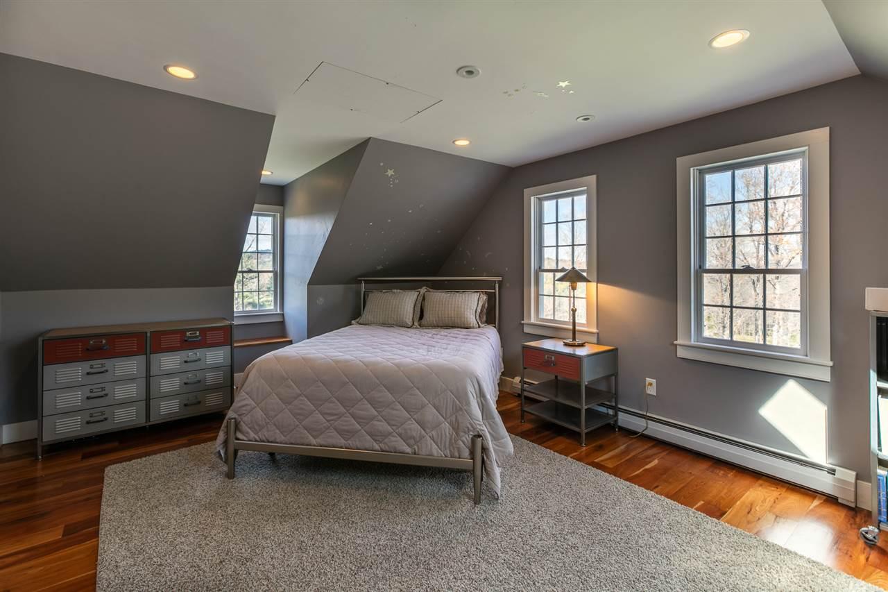 Bedroom 13037464