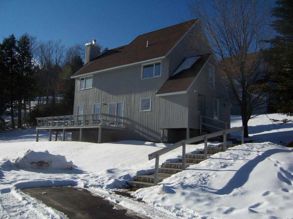 MLS 4732547: 8 Slope Side, Plymouth NH