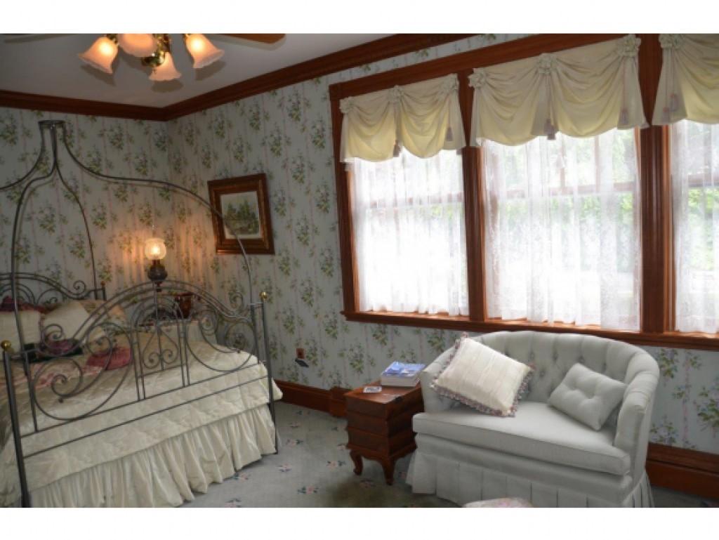 Guest Bedroom 13454322