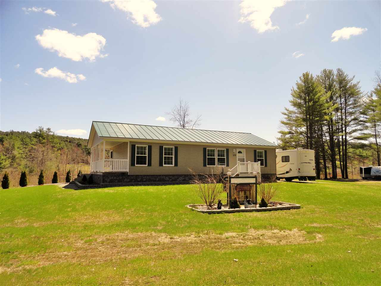 DANBURY NH Mobile-Manufacured Home for sale $$199,900 | $154 per sq.ft.