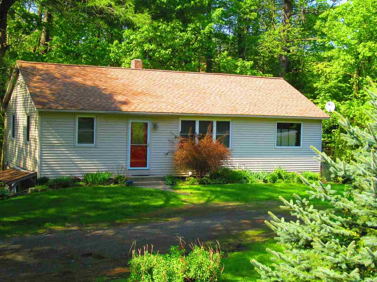MLS 4751049: 1315 Route 9 Route, Chesterfield NH