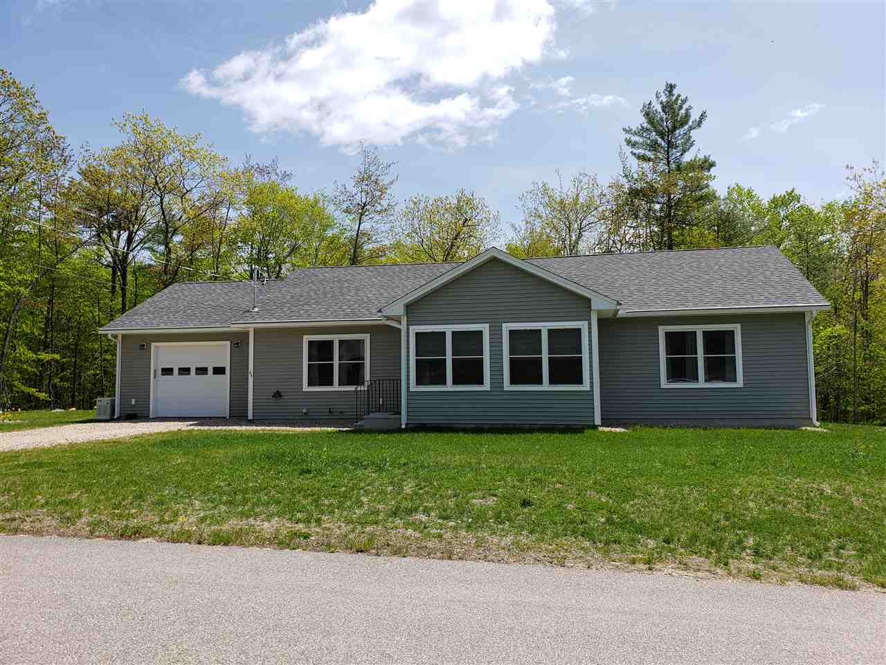 WAKEFIELD NH Home for sale $262,900