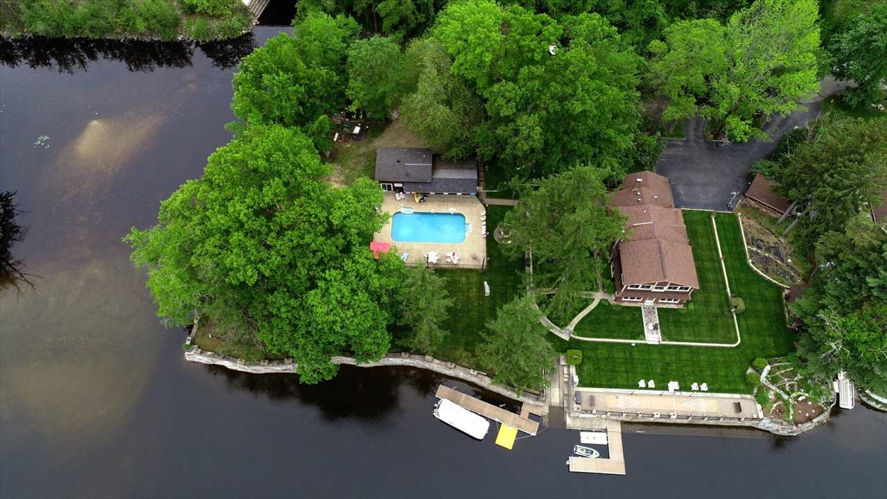 MANCHESTER NH Lake House for sale $$1,200,000 | $282 per sq.ft.