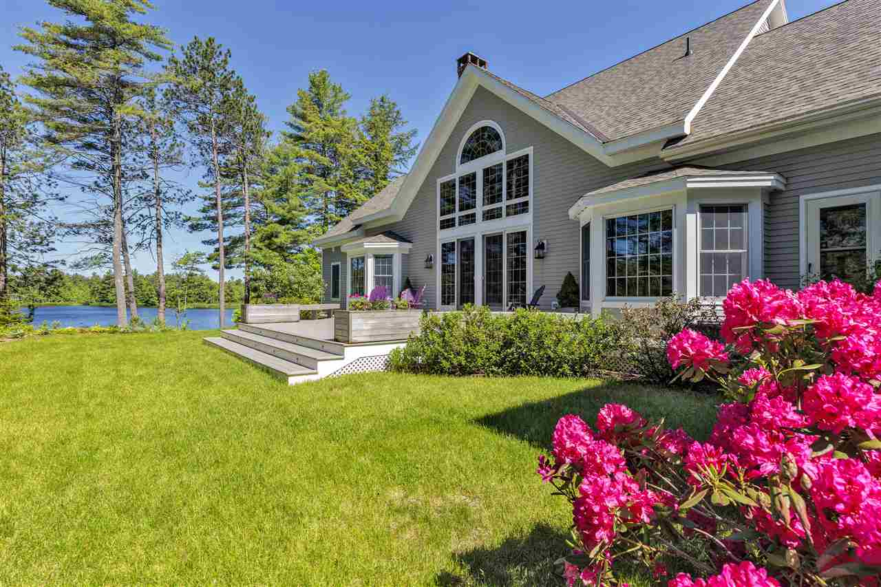 NEW LONDON NH Lake House for sale $$1,325,000 | $336 per sq.ft.